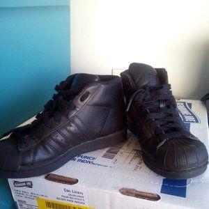 Adidas ALL black size 3.5Y